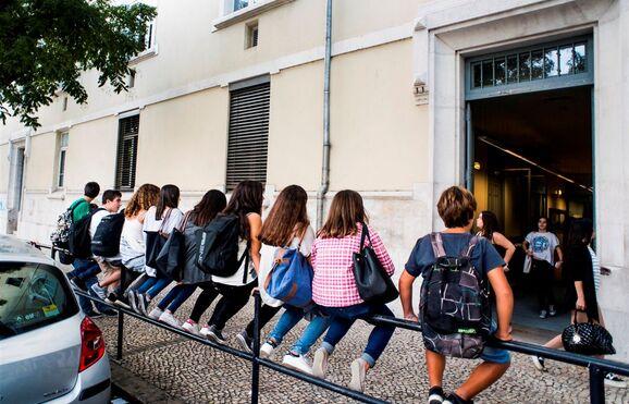 Resultado de imagem para Escolas portuguesas no estrangeiro abrangidas por tolerância de ponto