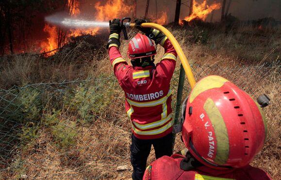 Resultado de imagem para Mais de 4.000 operacionais no terreno a combater as chamas