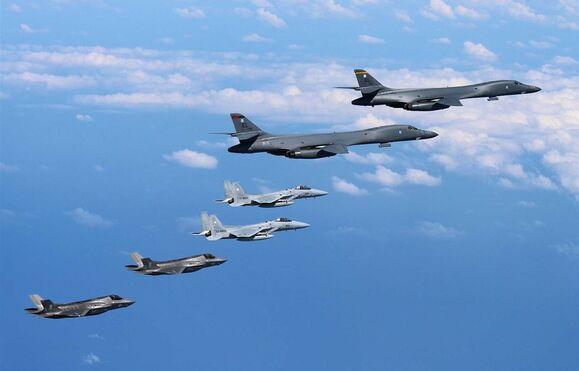 EUA, Coreia do Sul e Japão respondem a Pyongyang com simulação de bombardeamento, EUA, Coreia do Sul e Japão respondem a Pyongyang com simulação de bombardeamento, Guarulhos Gng