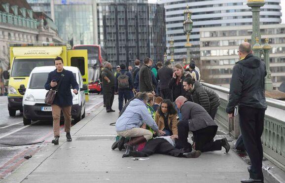 Resultado de imagem para Atentado em Londres: dois mortos. Ainda há um terrorista em fuga