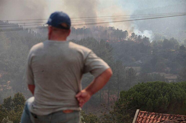 Chamas obrigam à retirada de 95 pessoas na Covilhã Image