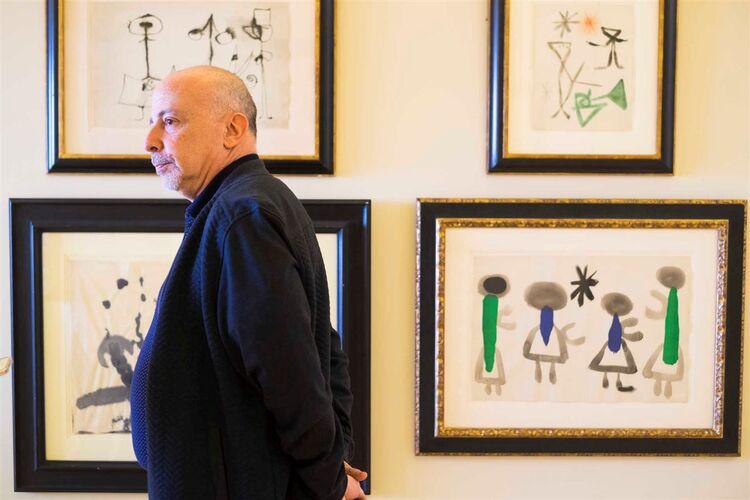 O comissário da exposição da Coleção Miró, Robert Lubar Messeri,