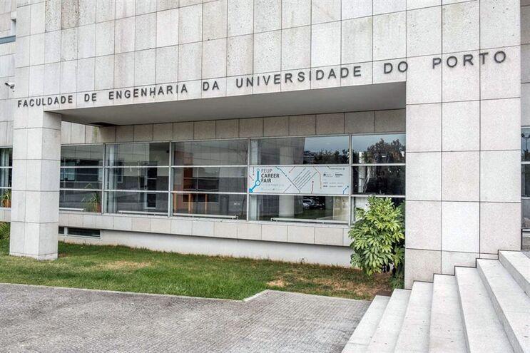 Resultado de imagem para Surto de papeira na Faculdade de Engenharia do Porto