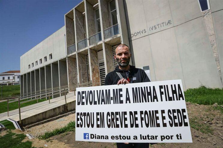 Resultado de imagem para Estarreja: Pai em greve de fome contra adoção da filha de 8 anos