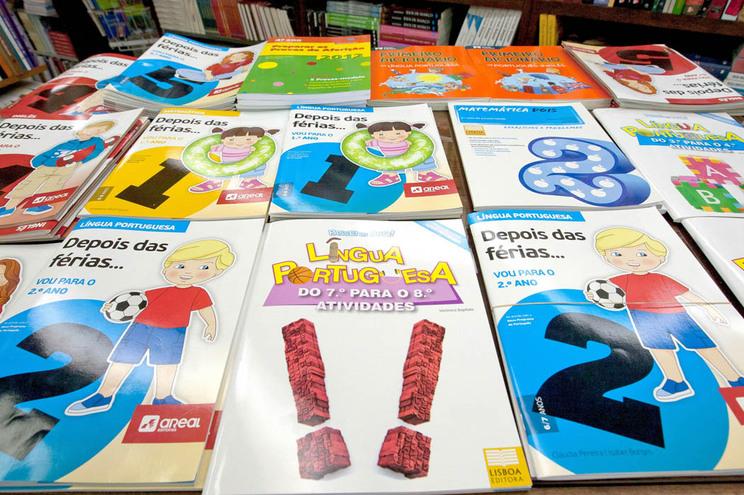 Preço dos manuais escolares não vai subir no ano letivo 2016/2017