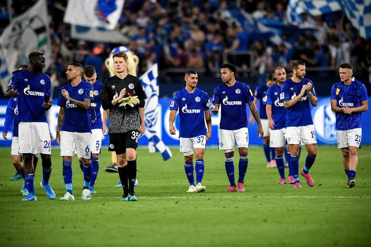 Adepto do Schalke 04 move ação penal contra árbitro por penáltis não assinalados