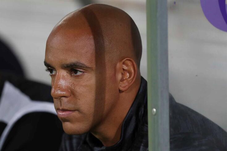 O treinador do Paços de Ferreira, Pepa, durante o jogo da Primeira Liga de Futebol contra o Desportivo