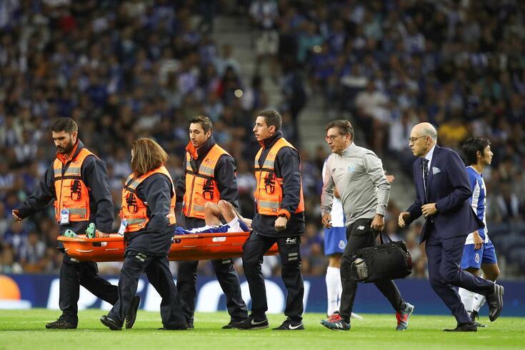 Sérgio Oliveira saiu lesionado na segunda parte do FC Porto-Krasnodar