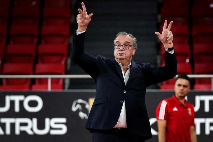 Carlos Lisboa, treinador do Benfica.