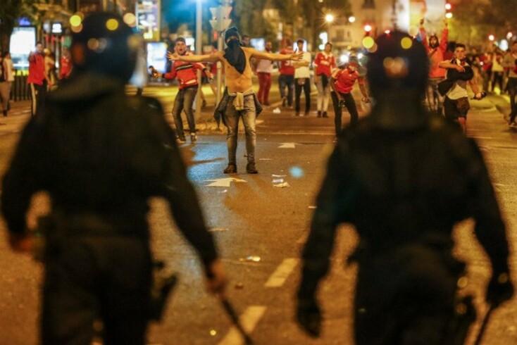 Resultado de imagem para Pedras e garrafas arremessadas contra adeptos do FC Porto