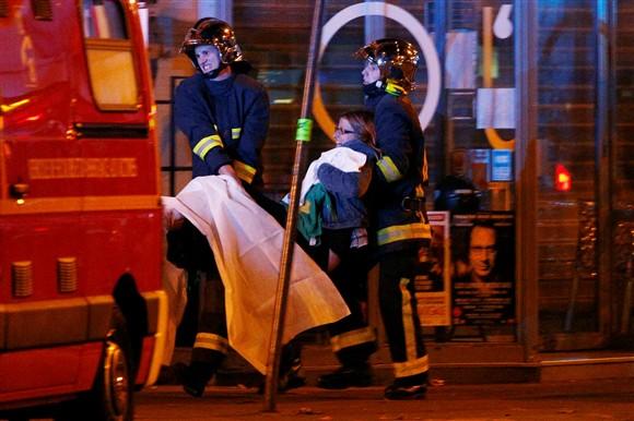 Oito terroristas mortos nos ataques de Paris após atentados que mataram mais de 140 pessoas Ng5162203