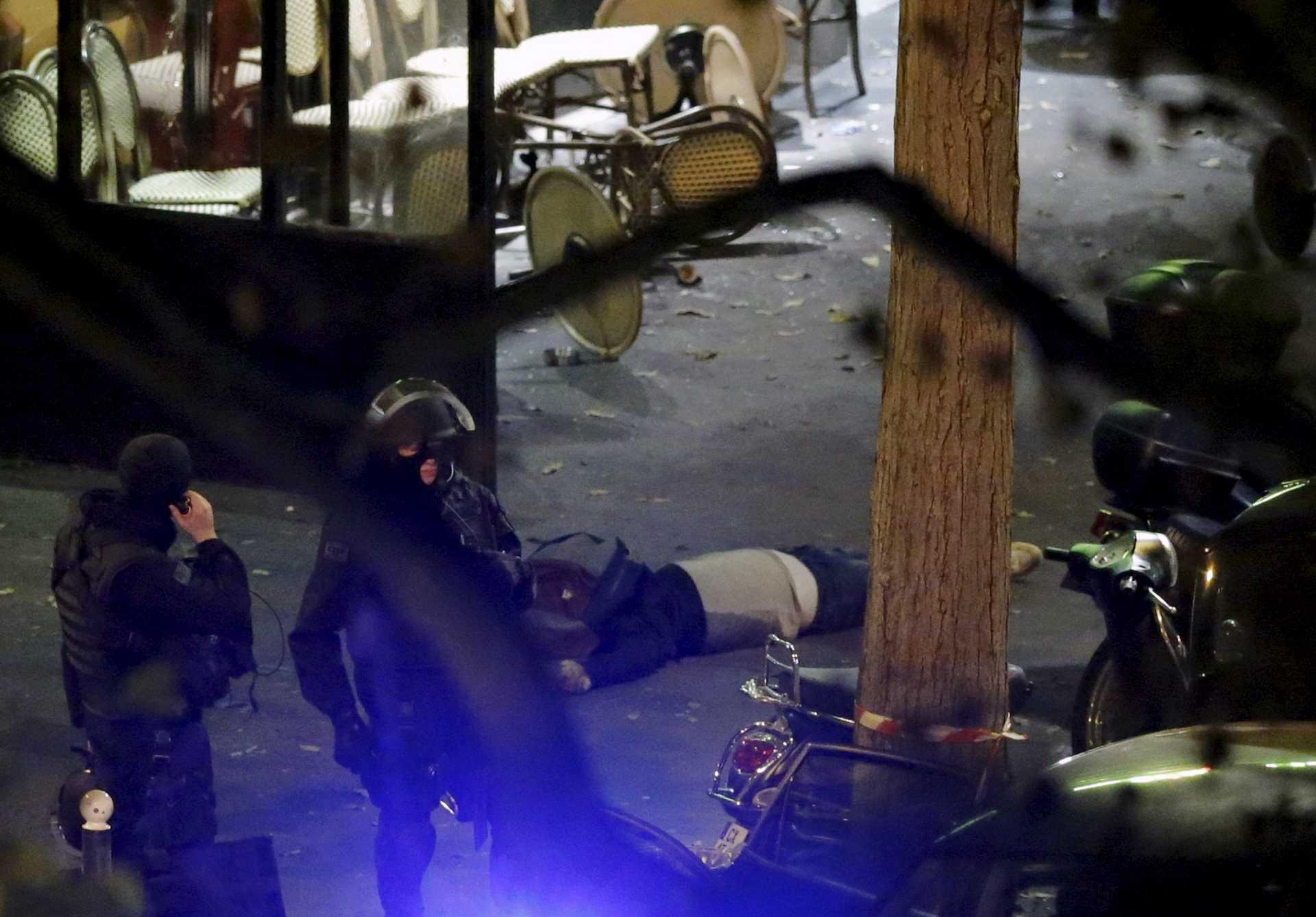 Oito terroristas mortos nos ataques de Paris após atentados que mataram mais de 140 pessoas Ng5162309