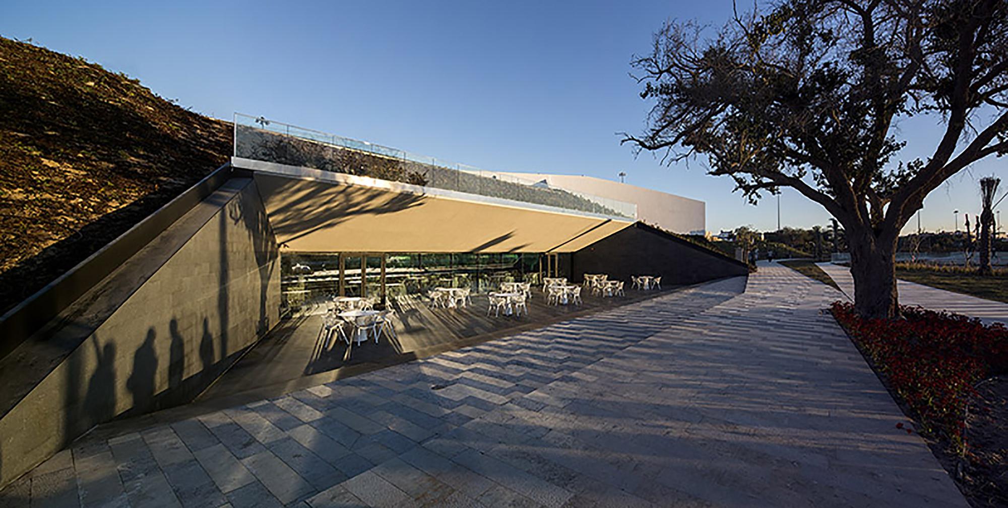 #987133 Três dos sete projetos de arquitetos portugueses eleitos Edifício do  1920x968 px Projeto Cozinha Comunitária #2487 imagens