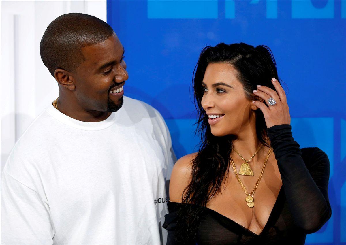 Kanye West recupera longe da família