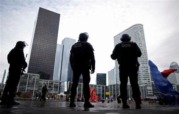 Seis escolas em Paris são esvaziadas por ameaça de bomba
