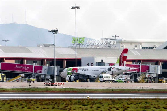Ameaça de bomba em avião no aeroporto de Faro