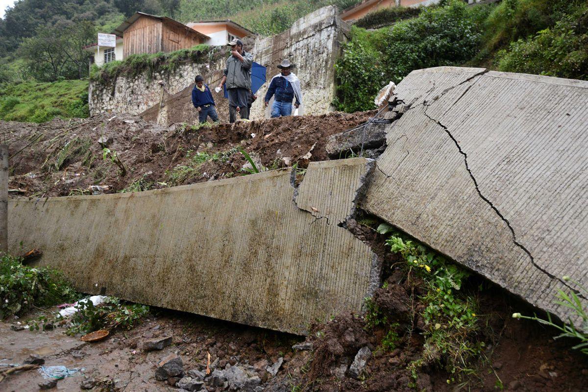 Tempestade 'Earl' causa deslizamentos de terra e sete mortos