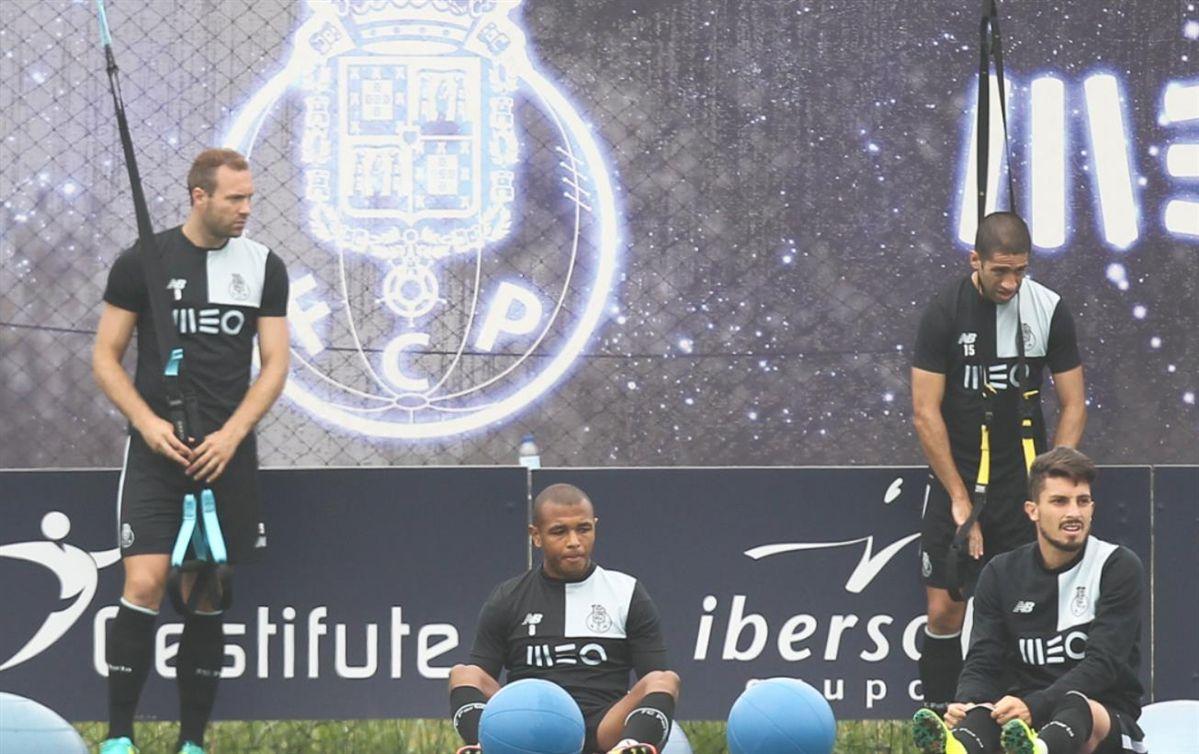 FC Porto vence em Roma e assegura fase de grupos da 'Champions'