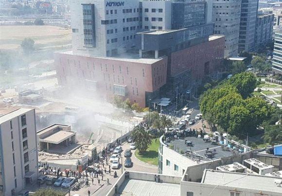 Resultado de imagem para Parque de estacionamento colapsa em Israel