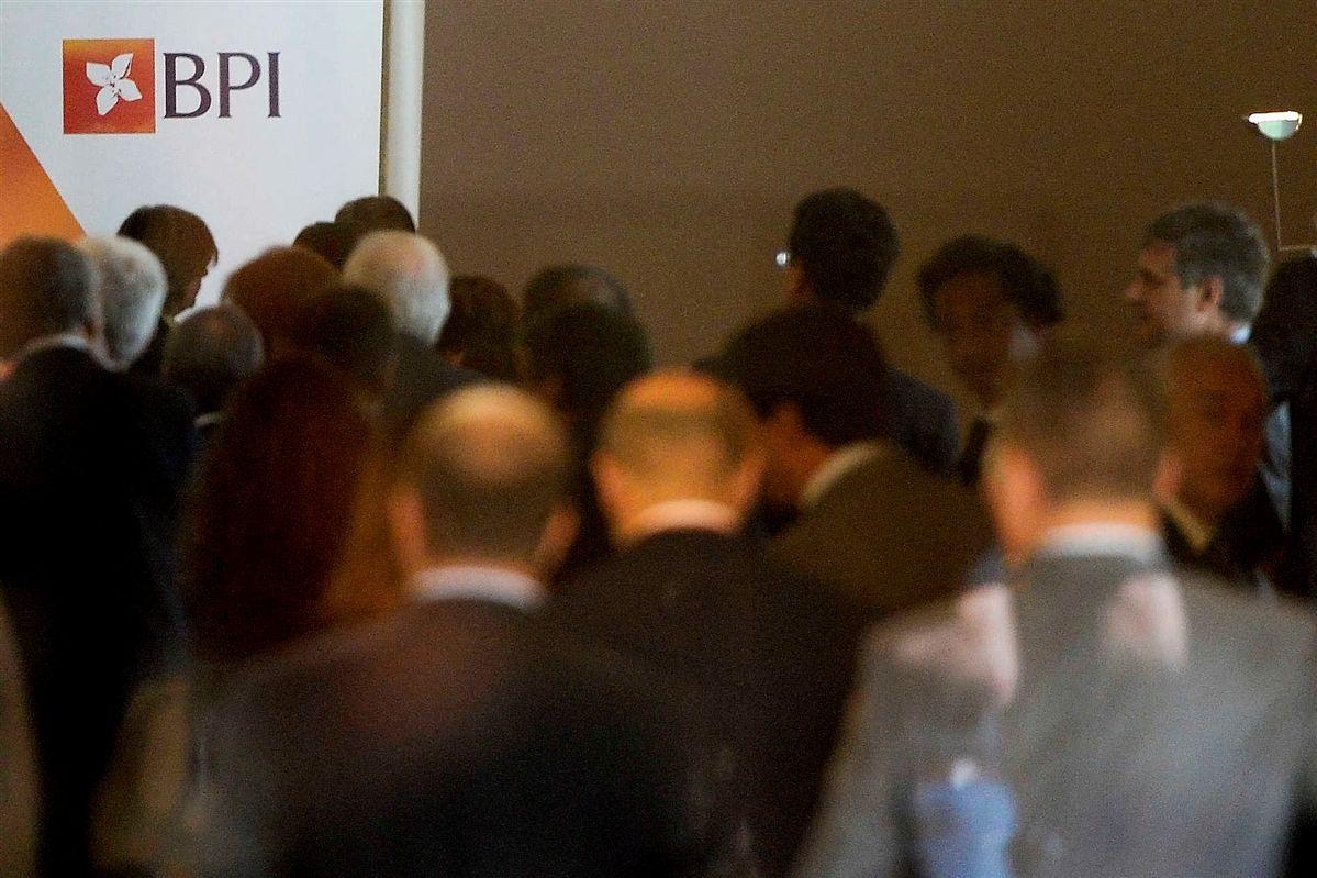 CMVM suspende negociação das acções do BPI