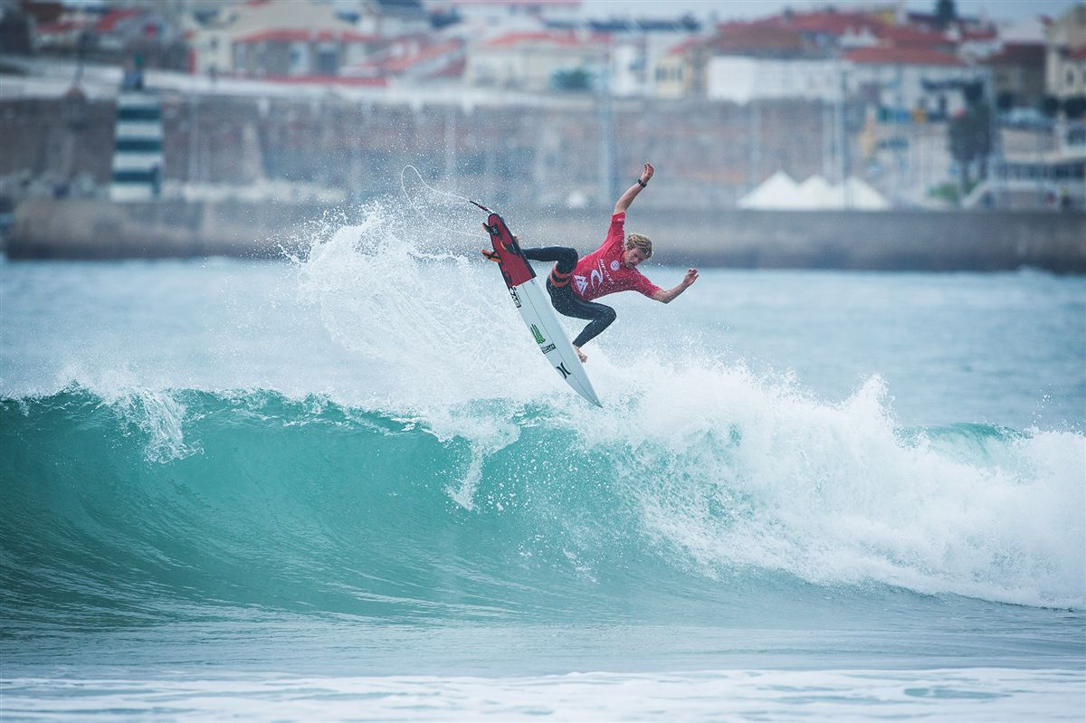 Surf: Etapa de Peniche do circuito mundial de surf interrompida