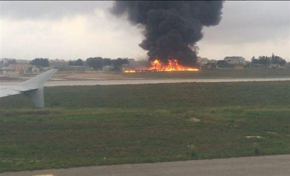 Queda de avião em aeroporto de Malta deixa cinco mortos