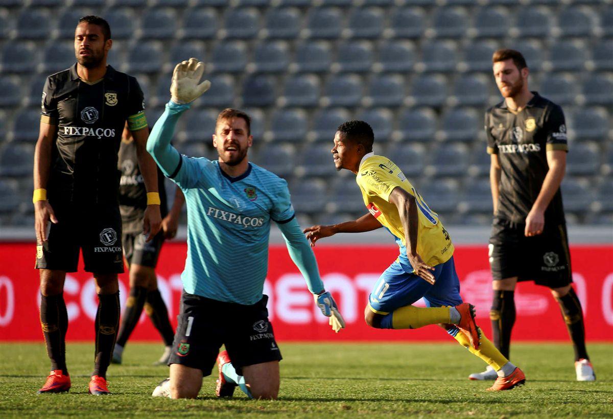 Carlos Pinto já não é treinador do Paços de Ferreira