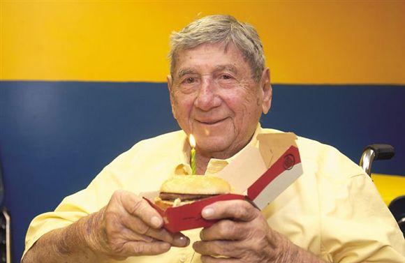 Morre o criador da Big Mac, sanduíche ícone do McDonald's