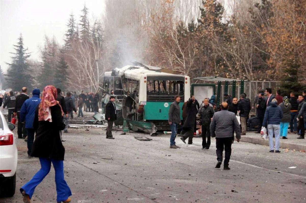 Explosão de carro-bomba mata ao menos 13 na Turquia