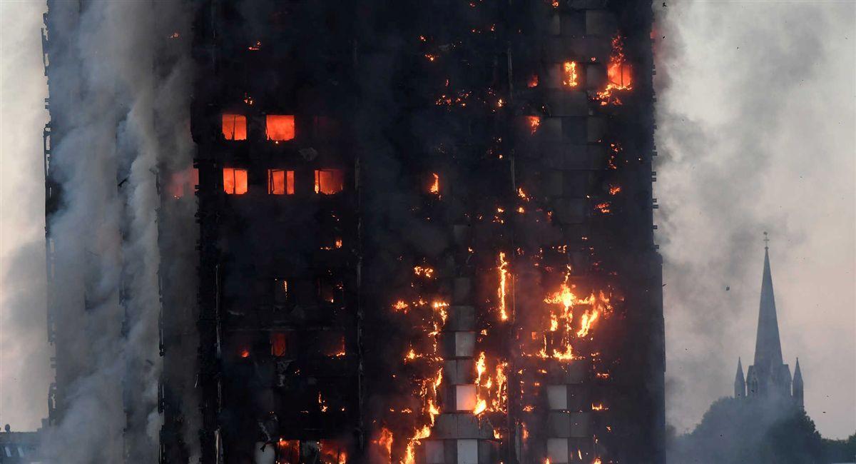 Resultado de imagem para Polícia confirma seis mortos no incêndio em Londres. Número deve subir