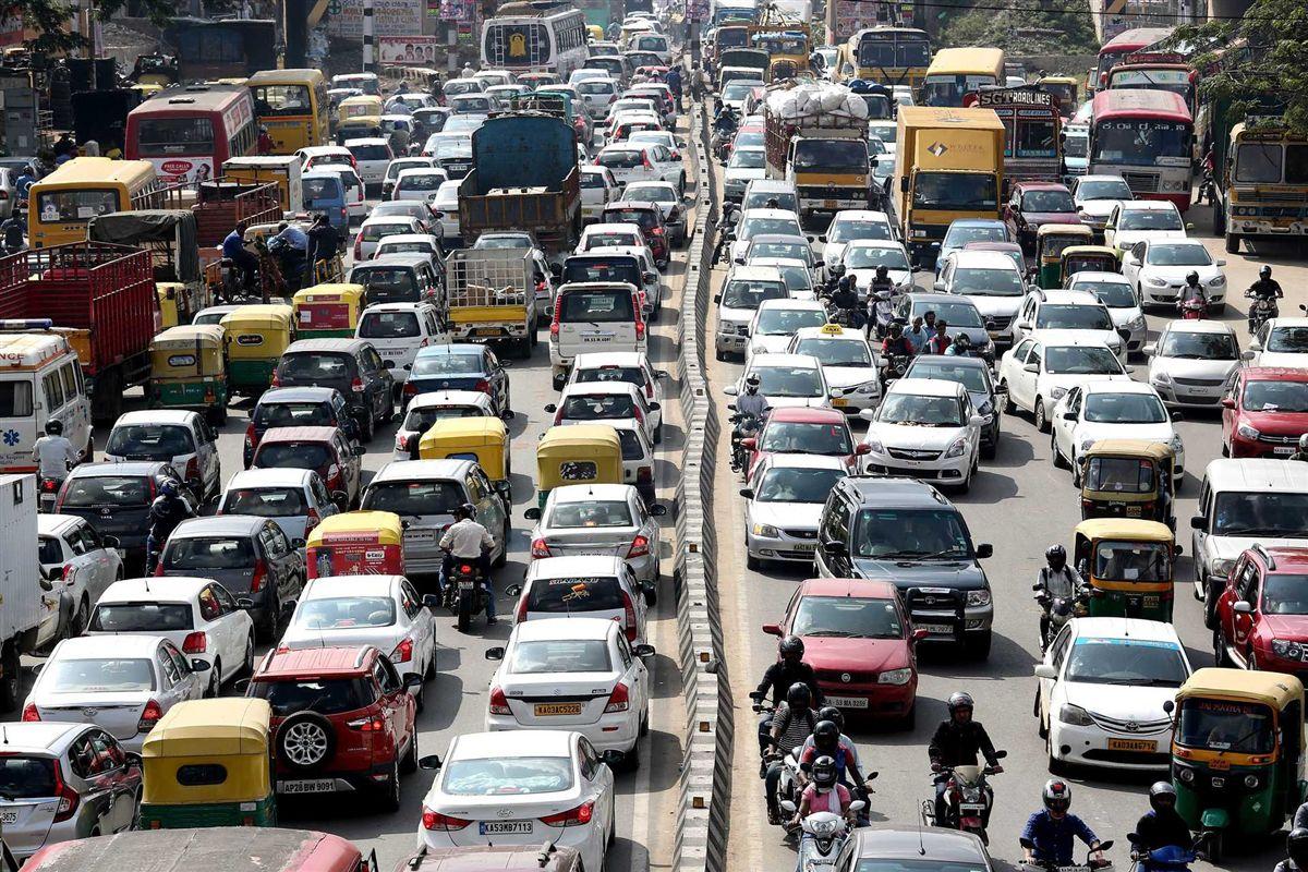 Viver perto de estradas com muito trânsito aumenta risco de demência