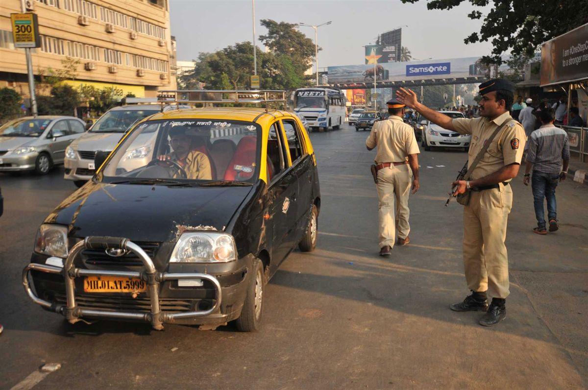 Resultado de imagem para Homem mata 10 mulheres da sua família na Índia