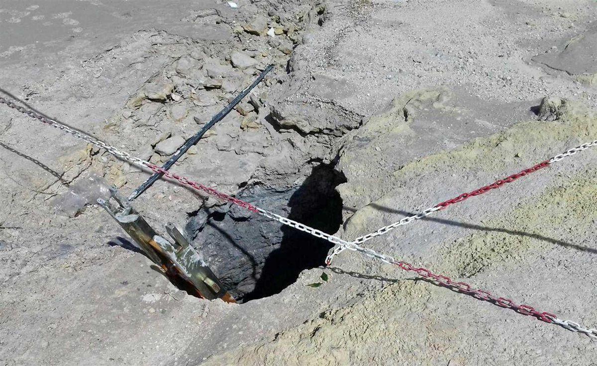 Pais tentam resgatar filho de cratera de vulcão e o pior acontece