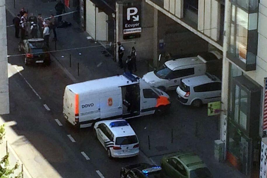 Polícia isola praça central de Bruxelas por alegado homem-bomba