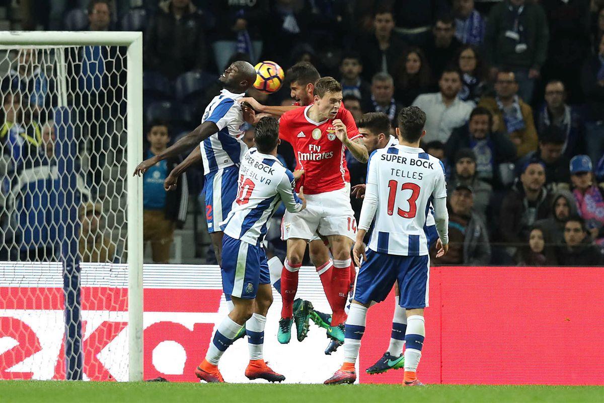 Adeptos de FC Porto e... Benfica 'entopem' Instagram de Herrera