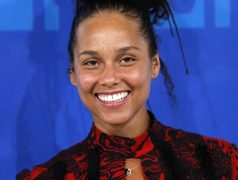 Desmaquilha-se em direto para apoiar Alicia Keys Alicia Keys Instagram