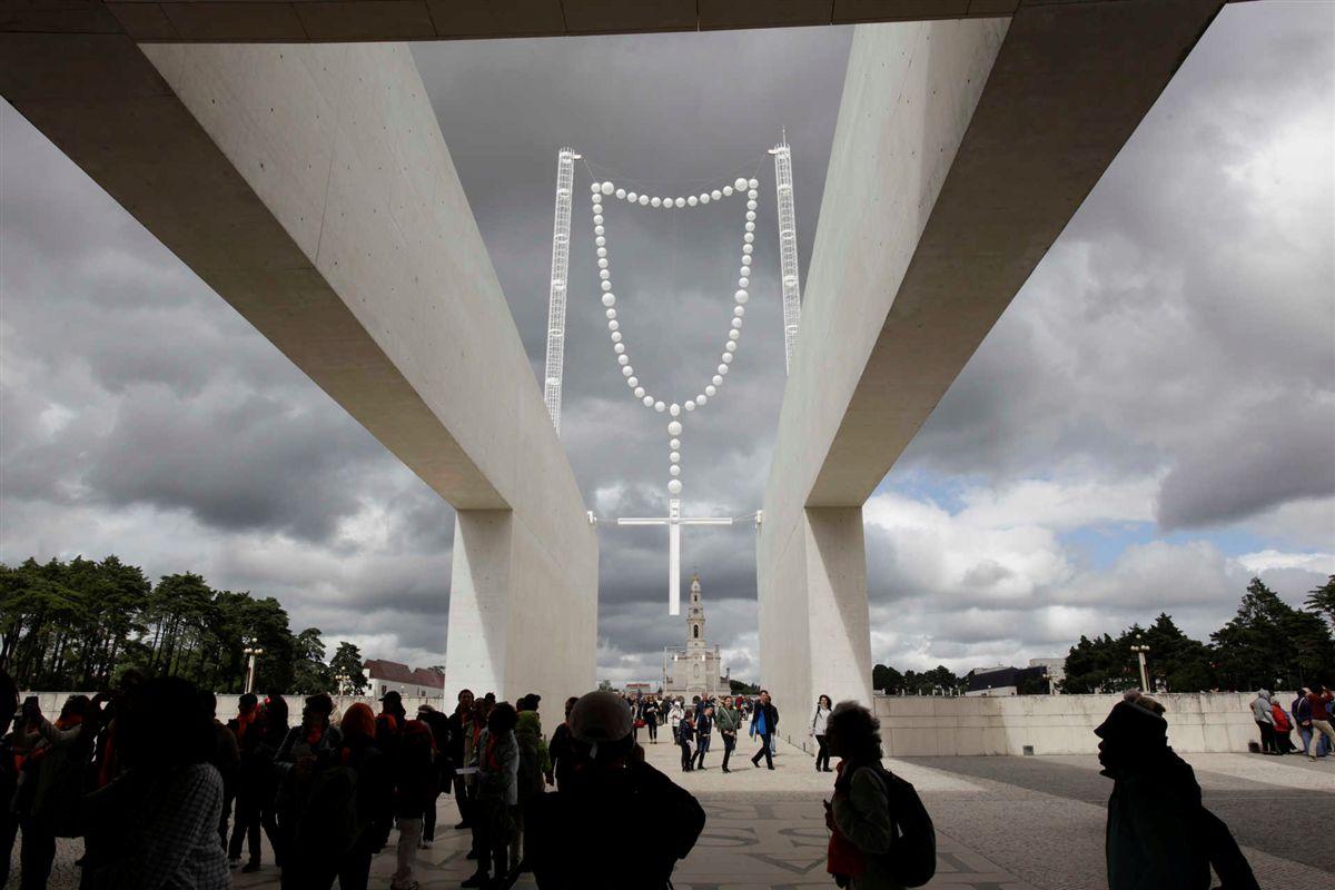 Resultado de imagem para rosario gigantede joana vasconcelos
