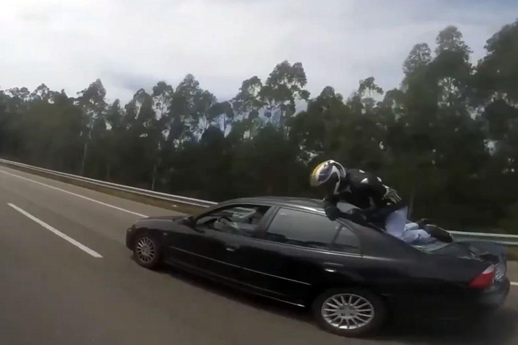 [Notícia] Motociclista aterrou em cima de carro na A28 Ng8498183