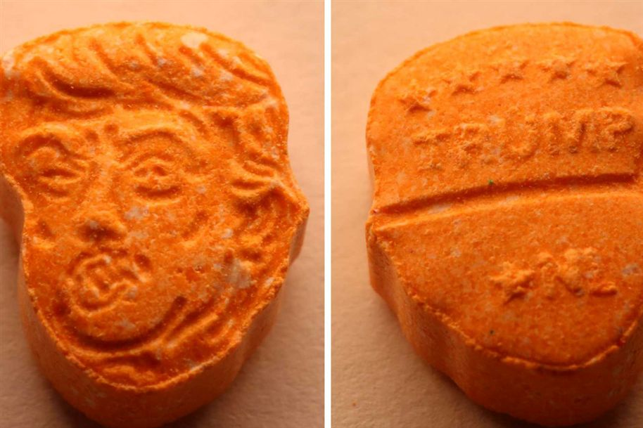 Cara de Trump em comprimidos de ecstasy apreendidos na Alemanha Ng8750423