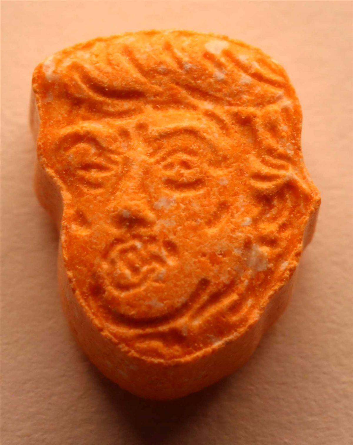 Cara de Trump em comprimidos de ecstasy apreendidos na Alemanha Ng8750425