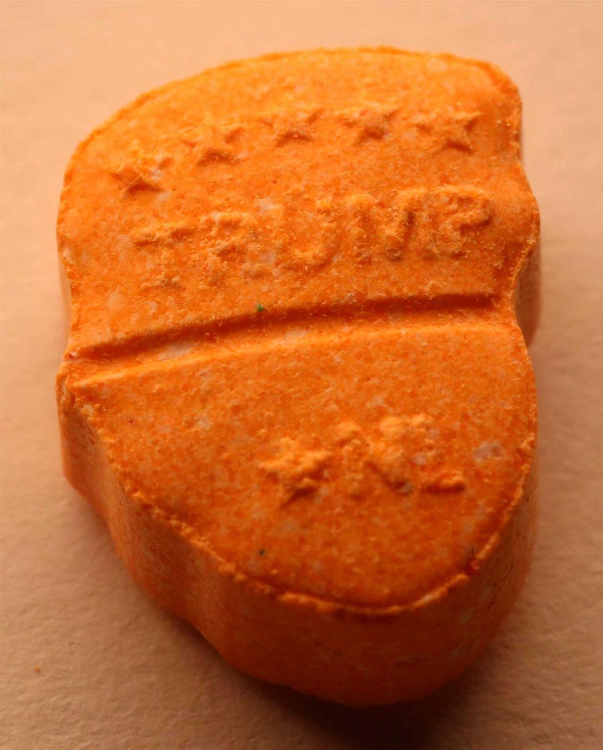 Cara de Trump em comprimidos de ecstasy apreendidos na Alemanha Ng8750426