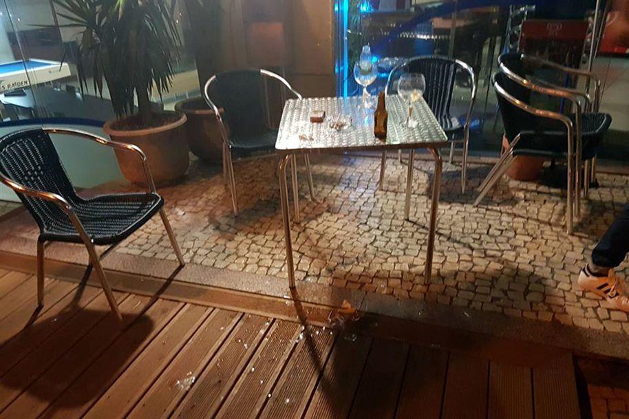 Casa do F. C. Porto atacada com garrafas e tocha a arder Ng8760976