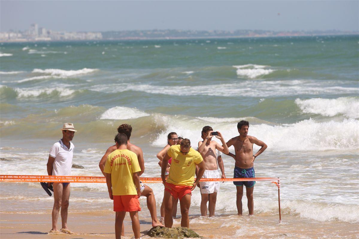Duas derrocadas com feridos nas praias Maria Luísa e Benagil, Algarve