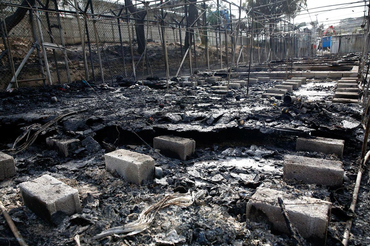 Após incêndio em acampamento milhares de imigrantes fogem na Grécia