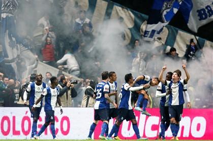 Colombianos a tempo e horas dão a vitória ao FC Porto
