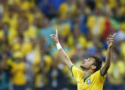 """""""Vi o lance 10 vezes e para mim é penálti"""", diz Scolari"""
