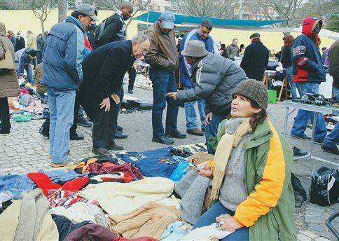 Feirantes à força para fintar o desemprego
