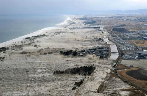 Tsunami atinge a costa do Japão após o pior sismo em 140 anos