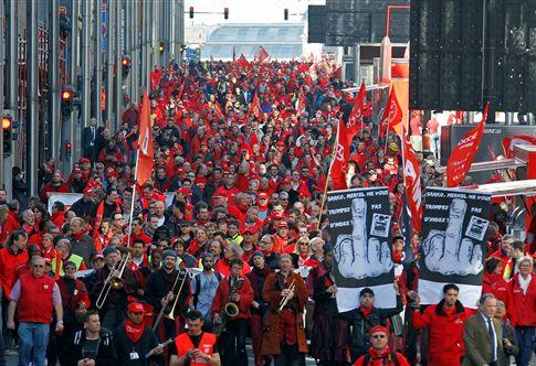 """Milhares manifestam-se em Bruxelas contra """"pacto para o euro"""""""