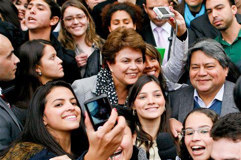 Dilma Rousseff antecipa regresso ao Brasil devido à morte de José Alencar